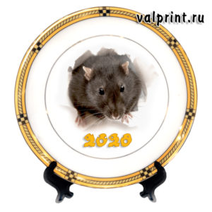 Новогодняя тарелка год крысы, крыса выглядывает